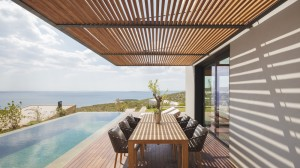 Residence_outdoor_table_hres